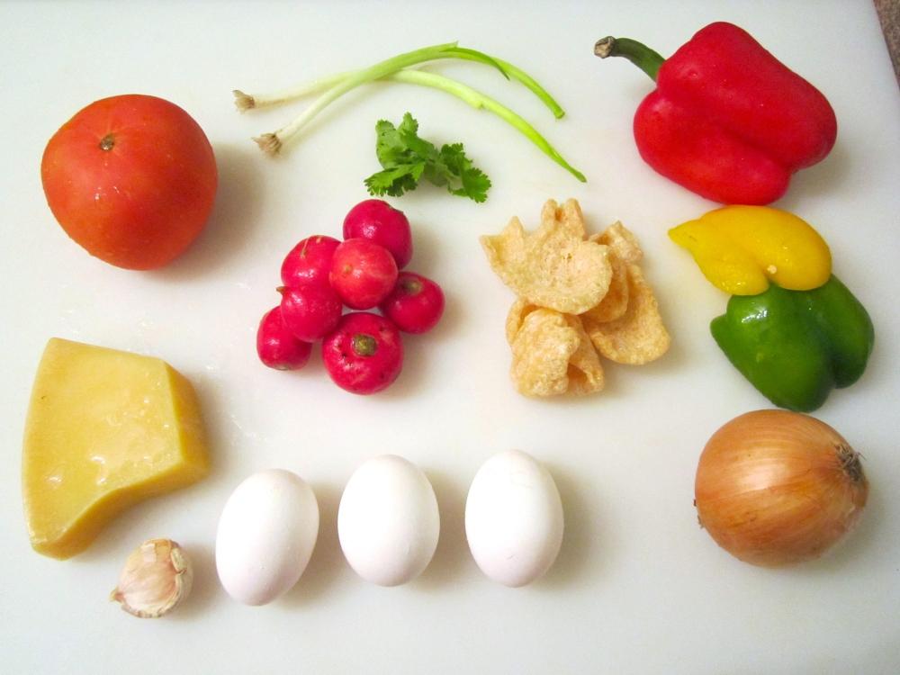 Salad With  Vegetables,  Egg, Asiago & Cicharon (2/5)