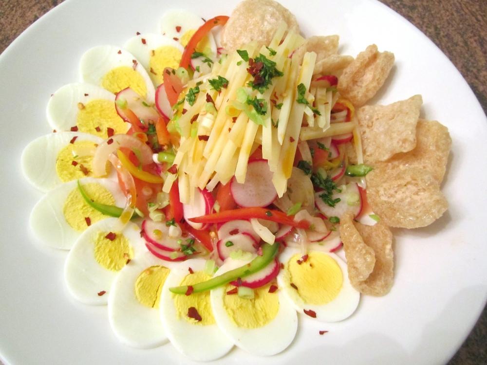 Salad With  Vegetables,  Egg, Asiago & Cicharon (3/5)