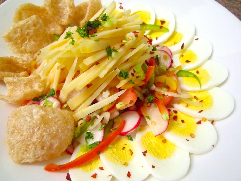 Salad With  Vegetables,  Egg, Asiago & Cicharon (4/5)