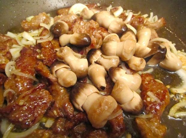 Add straw mushroom, saute another minute.