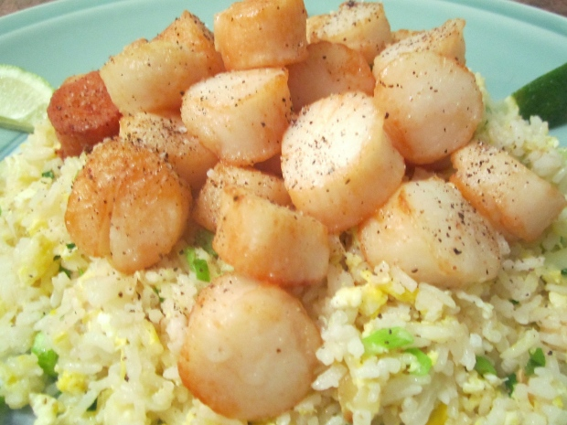 Chinese Salt & Pepper Scallops With Egg Fried Rice