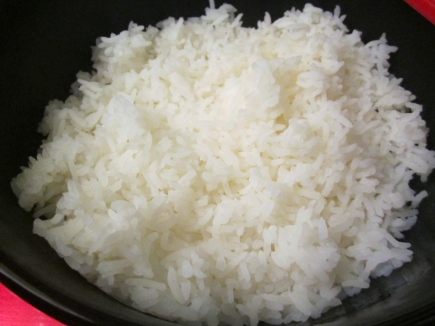 add steamed rice to bowl