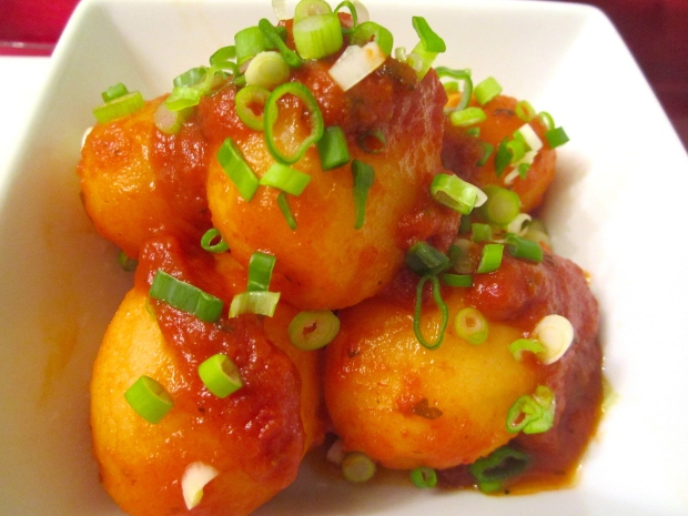Spicy Garlic Potatoes In Tomato Sauce