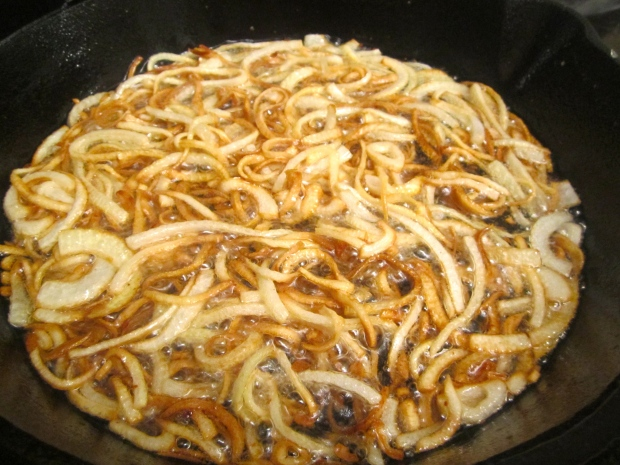slice onions into very fine julienne, fry in peanut oil until crispy, remove to absorbent paper, season with salt and cayenne pepper