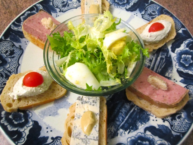 sour dough bread, gorgonzola with dijon, pate with horseradish, boursin with tomato, frisée with egg in lime vinaigrette