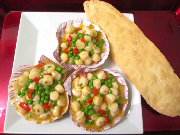 Steamed Bay Scallops, Peppers And Green Peas