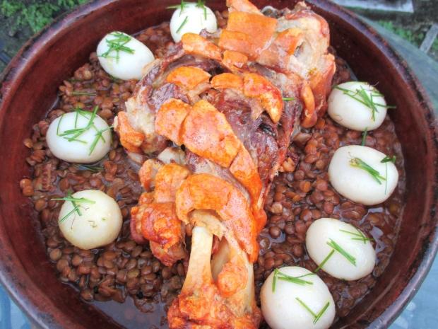 Gebratene Schweinehaxe, Saure Linsen & Schnittlauchkartoffeln (Roast Pork Hock)