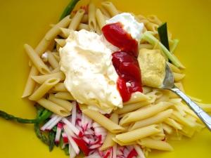 add COLD pasta, garlic paste, apple cider vinegar, mayo, mustard, ketchup, kosher salt and cayenne pepper