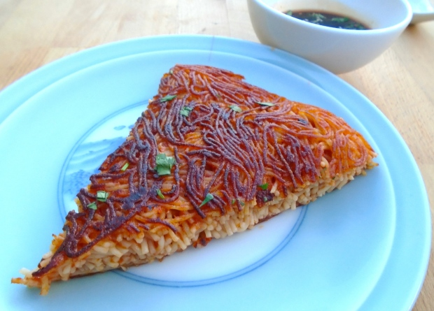 Fried Tomato-Noodles Pillow