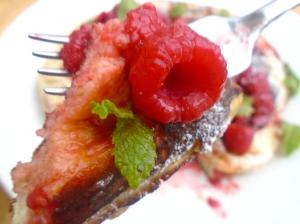 BREAKFAST OF CHAMPIONS # 48 – Dutch Buttermilk Pancake With Fresh Raspberries
