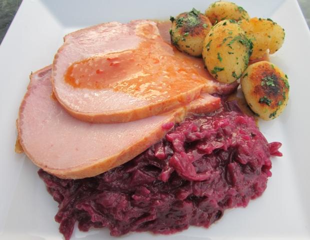 Schwäbisches Rotkraut Mit Kasseler Rippenspeer Und Knoblauchkartoffeln