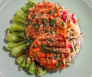 Steamed Baby Bok Choy With Grilled Chicken And Sweet Chile Sauce