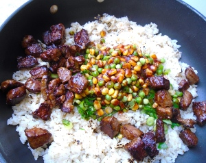 add beef and sauce to rice, stir fry until fragrant