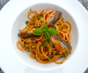 garnish with reserved sardines and basil leaves