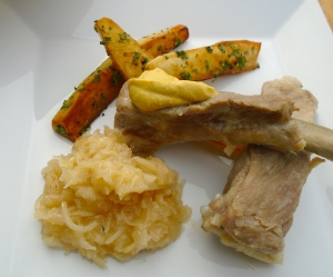 Schälrippchen Mit Sauerkraut Und Bratkartoffeln