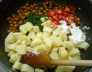 add cooked potatoes, diced tomatoes and 2 tblsp chopped cilantro, mix well, let cool to room temperature