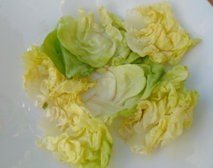 line a serving plate with layer of butter lettuce