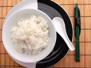 in a bowl place steamed rice, top with lamb sauce and, for a bit of crunch, crisp scallions