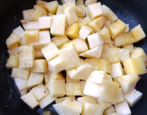 "cut the pineapples into 1/2 "" cubes"