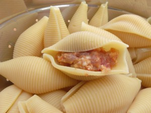 "cook 1 lb large pasta shells until pliable, about 4 minutes ) ""al dente"" would be way too soft), stuff with the spicy sausage"