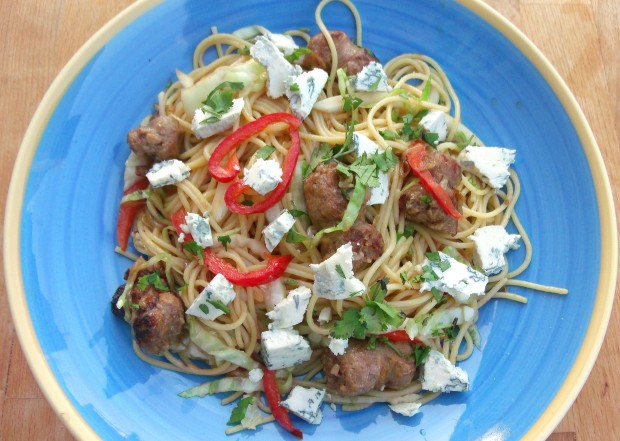 Spaghetti With Cabbage, Peppers And Gorgonzola