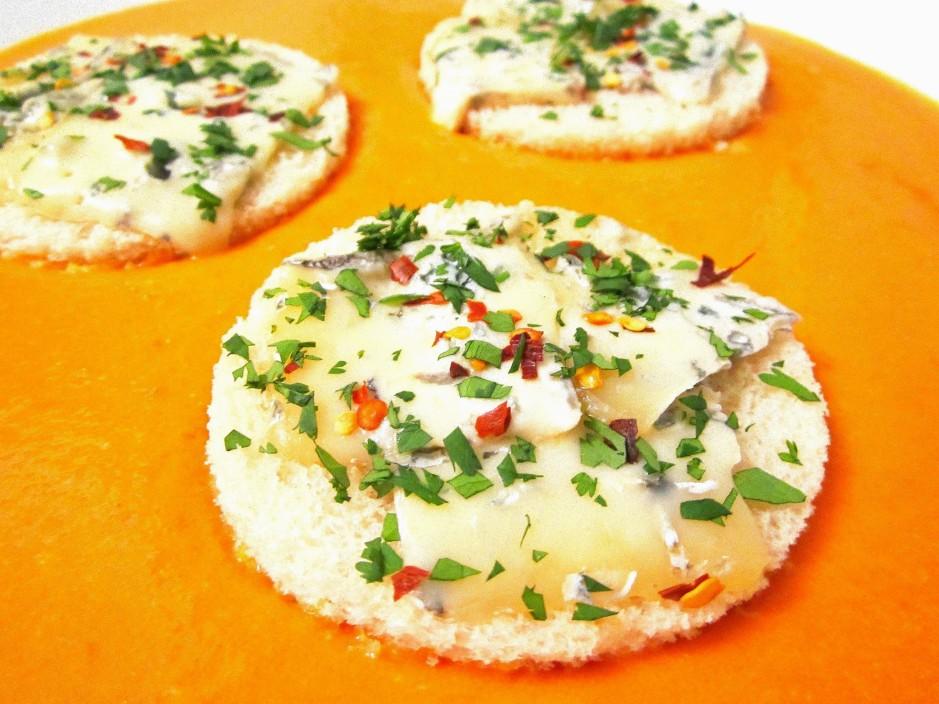 Tomato Bisque with Gorgonzola Croûton